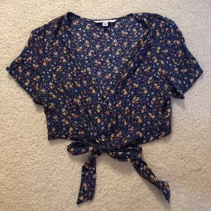 American Eagle Cropped Floral Shirt